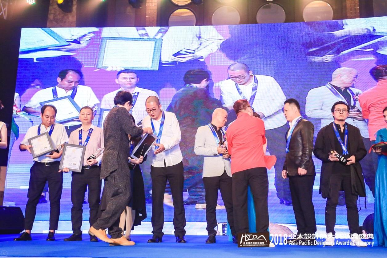 知名设计师杨彦先生出席2018亚太设计师大赛颁奖盛典